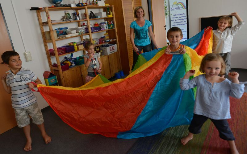 Rainbows project for children in stormy times